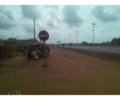 Chambre salon sanitaire avec couloir porte extérieure à Gbodjè au bord de la route inter-état