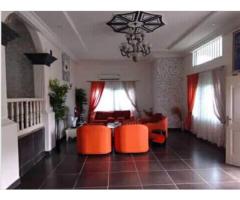 Maison à louer meublée 5 chambres salon à Fidjrossè qtier Aībatin avec jardin