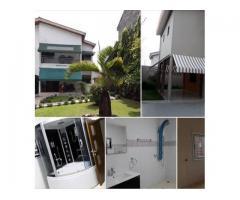 En vente Plateau : Immeuble bâti sur 3600 m2 avec un revenu mensuel de 13 millions
