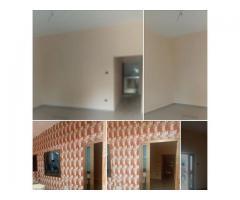 Chambre salon sanitaire propre avec couloir et véranda disponible dans Togoudo