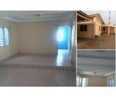 VENTE Villa Tuilée, plafonnée et bien staffé au Salon, AU TOGO ( Lomé):