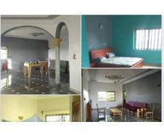 appartement situe à Fidjrosse centre au deuxième étage d'un bâtiment neuf