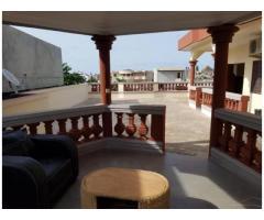 Joli appartement meublé avec grande terrasse et paillote
