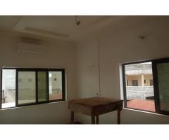 location un appartement ultra moderne et vaste, chambre salon sanitaire zogbadjè