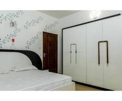 Appartement 3 chambres salon meublé disponible à Calavi sur les pavés de SOS