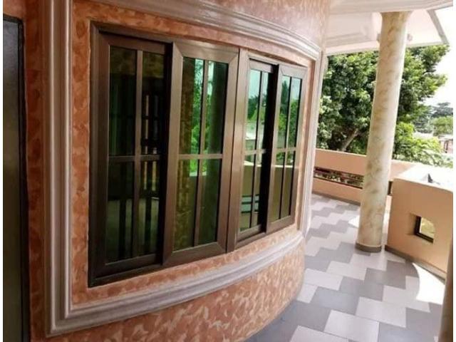 3 chambres salon sanitaires Staphées très haut standing, carreaux miroirs