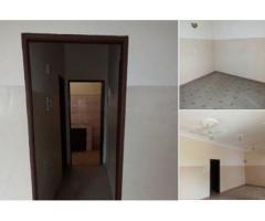 Calavi Bidossessi vers Michoui et non loin des pavés deux chambres salon sanitaire