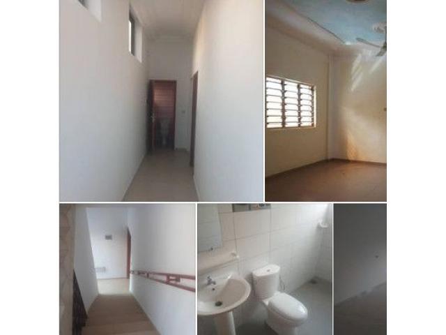 Appartement de 2 chambres salon sanitaire  2 douches  1 toilette visiteur
