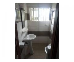 Cotonou St Jean Gbégamey un bureau de 3 pièces climatisée très propre impeccable