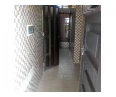 Deux chambre salon sanitaire dallée avec couloir 2douches 2wc aux 1er