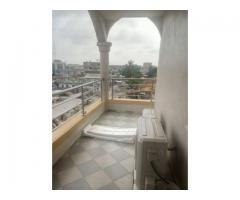 LOCATION MEUBLÉS un séjour, 2 chambres et 2 salles d'eau et un balcon