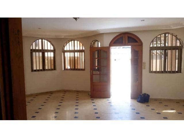 Villa de 7 chambres salon à Fidjrossè houenoussou .