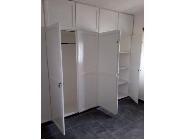 location une maison personnelle 3 chambres salon chaque chambre avec sa douche et placard