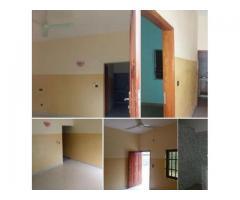 Chambre salon dallée à couloir très propre a togoudo-yenandjro