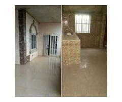 Appartement de 3 chambres salon très propre , nouvelle construction au 1er étage très propre