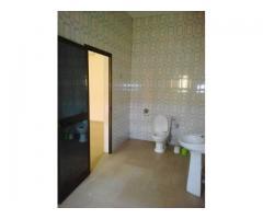 Une Villa Nickel dallée Staffée tout en baies vitrées de: 03 Chambres