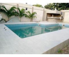Villa à vendre à agoè cool catché*  RDC: 1 cuisine,1 bar 1 salon 1WC visiteur.