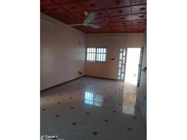 Appartements 2 chambres salon très propre, nouvelle construction et entrée personnelle