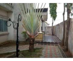 Une luxueuse villa R+1 composée 5 pièces par niveau* est mise en vente à Sème KPODJI