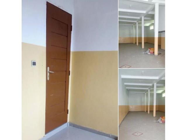 Magasin bien grande nouvelle construction jamais utilisé disponible à Cotonou Hindé
