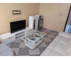 Appartement meublé composé d'une chambre salon.. Toutes les pièces sont climatisées.