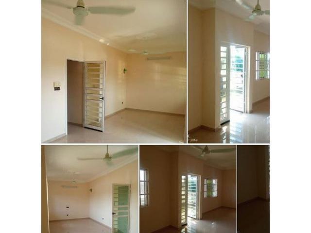 Appartement deux chambre salon très propre au 1er étage d'un bel immeuble