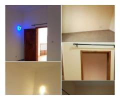 Splendide chambre salon sanitaire a couloir staffé partout,douche séparée de la cuisine