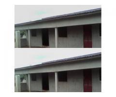 Mise en vente d'une parcelle de 500 m² composée de 2 chambres et une chambre sanitaire