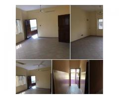 A louer à Akpakpa Kowégbo, un appartement de deux chambres salon sanitaire propre.