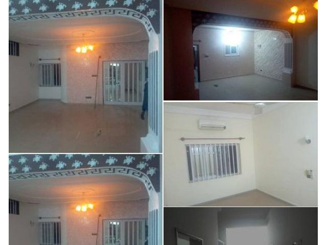 Cotonou Sikècodji, Appartement de deux chambres salon sanitaire staffé