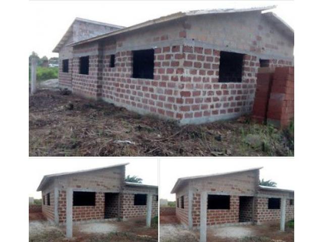 Il est mis en vente une villa de type F4 inachevée de trois chambres salon, deux douches
