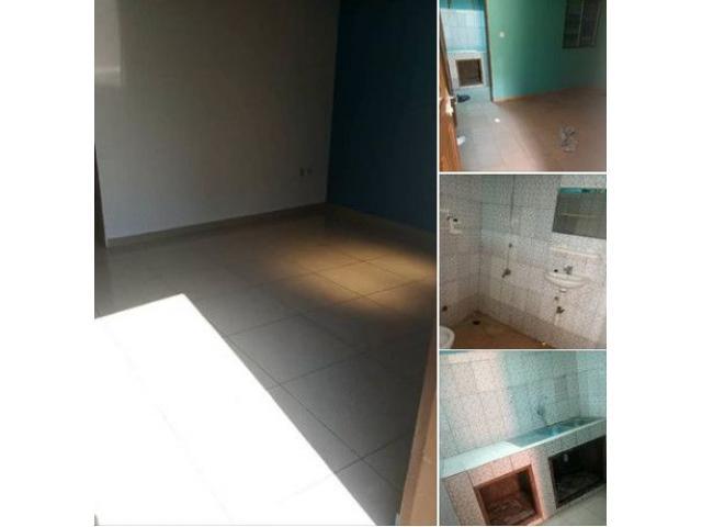 calavi zogbadje non loin du Bar le Refuge une chambre salon sanitaire