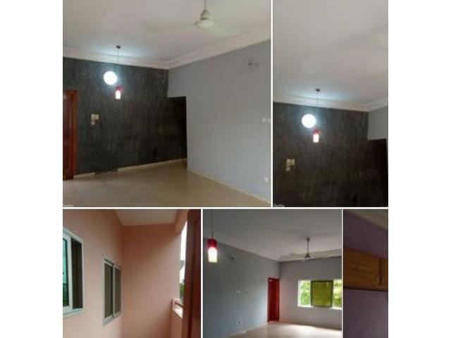 Deux chambres salon très propre et impeccable disponible au premier étage