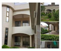 Une villa duplex sur 1 lot à HEDZRABAWOE non loin du marché et c'est à 150m du goudron
