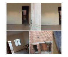 carrefour T une chambre salon sanitaire a togoudo, nouvelle construction, 3 ménages