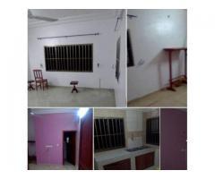 2chambres_salon_sanitaire très propre avec couloir, staffé,