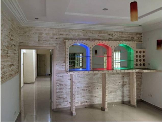 Très belle villa Dans le quartier de Adidogomé Carrefour Adji très proche de la grande route