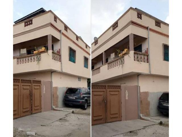Godomey GODIS une *maison locative* de R+2 construction récente