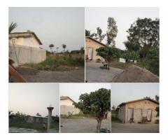 500m² disposant de d'une 2 chambres Salon dans une zone a forte densité a pahou kpodji