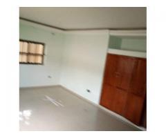 Maison a louer a camp guezo, de 3 chambres salon.