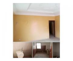 villa de deux chambres( non carrelé) salon(Carrelé) WC douche interne cuisine