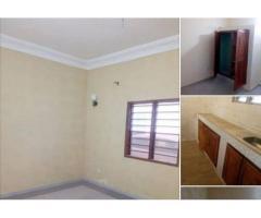 Disponible à *Calavi IITA* derrière le Grillage, un appartement d' une chambres salon