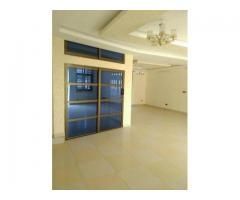Villa à louer sis à Cotonou zone des Ambassades nouvellement construite de 07 chambres