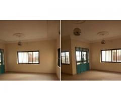 un appartement à entrée personnelle à l'étage de 3 chambres salon sanitaires