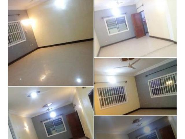 un appartement VIP de 03 chambres un salon 02 douches et 01 baignoire