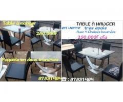 TABLE A MANGER IMPORTEE EN VERRE TRES EPAIS AVEC 4 CHAISES