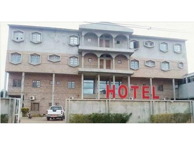 """Votre hôtel est à Maria Gléta non loin de la buvette """"les deux manguiers et de la Station Oryx."""