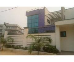 une villa duplex meublé de 04 chambres chacun avec sa douche a Cotonou