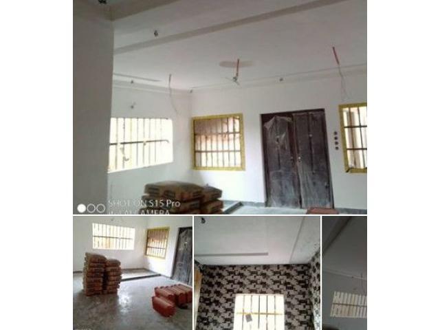 Appartement cour unique de 2chambres salon WC douche cuisine interne entrée garage