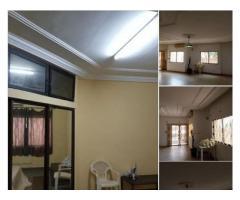 Location d'une maison de 04 pièces a Akpakpa zone des ambassade